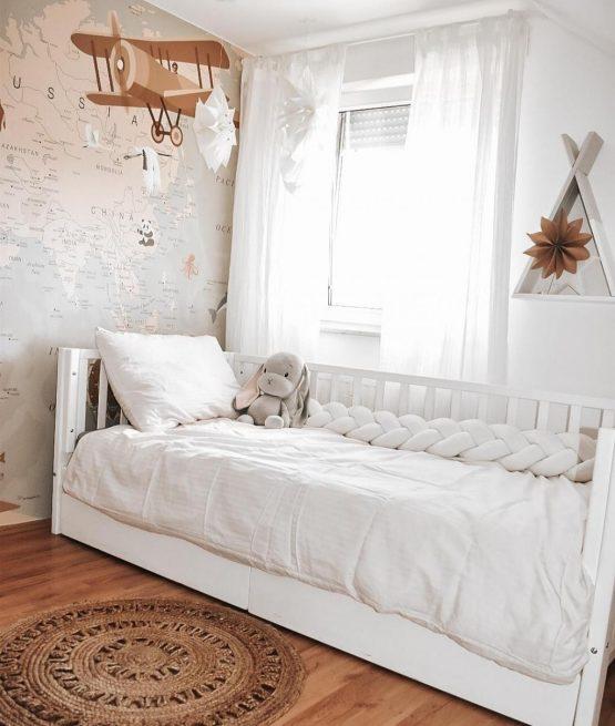 Čudovita nizka otroška masivna postelja